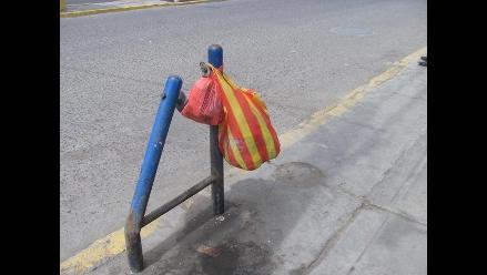 Chiclayo: arrojan desperdicios en bolsas por falta de tachos de basura
