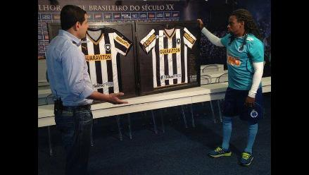 Botafogo lucha contra racismo y le regala camiseta invertida a Tinga