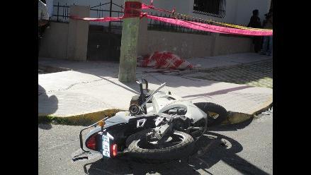Arequipa: hombre fallece al perder el control de su moto
