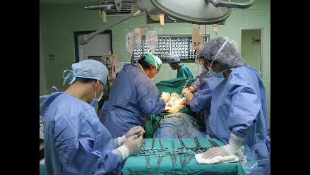 Chiclayo: realizan exitoso trasplante renal a estudiante y obrero