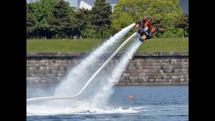 Flyboard, lo último en deporte extremo sobre el agua