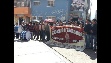 Huancayo: judiciales forman cadena humana e impiden ingreso de jueces