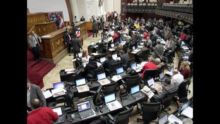 Venezuela: Parlamento investigará vínculos de Uribe y Rendón con protestas