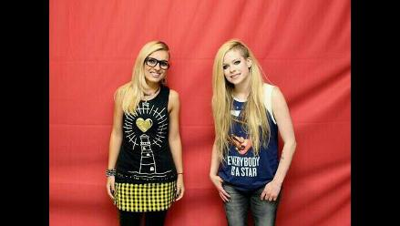 Mira las polémicas fotos de Avril Lavigne con sus fans