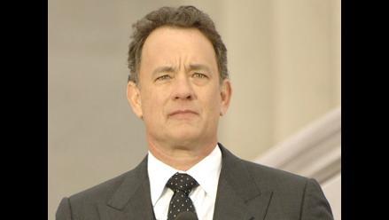 A Tom Hanks se le pincha una llanta en el desierto y regresa en mula