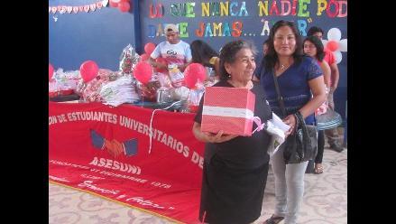 Lambayeque: jóvenes universitarios homenajearon a las madres