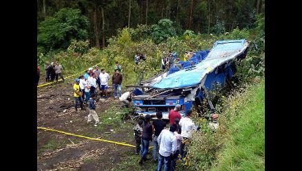 Ecuador: Sube a 12 cifra de muertos en accidente de autobús