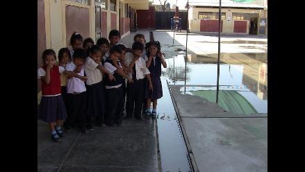 Chiclayo: colegio de Pomalca se inundó de aguas de desagüe