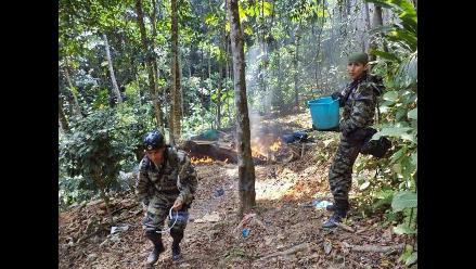 Destruyen 1 500 kilos de insumos químicos para hacer droga en el Vraem