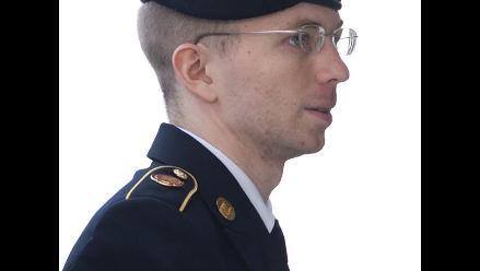 Evalúan transferir a Manning a cárcel civil para recibir tratamiento