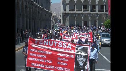 Arequipa: Trabajadores de Salud realizan protesta en Plaza de Armas