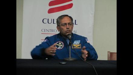 Arequipa: mil estudiantes recibieron charlas de excientífico de la Nasa