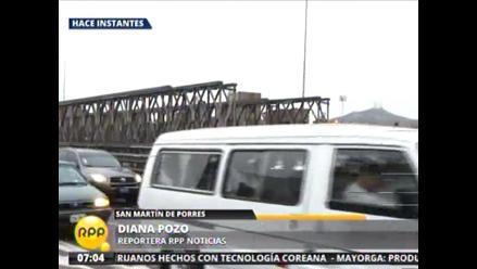 Gran congestionamiento vehicular por puente provisional Bella Unión en SMP