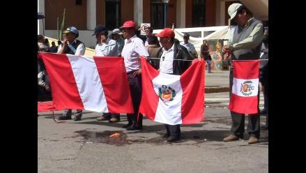 Huancayo: asistenciales realizan plantón y lavan banderas
