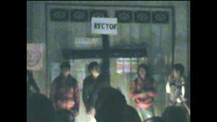 Ayacucho: universitarios protestan en casa del rector