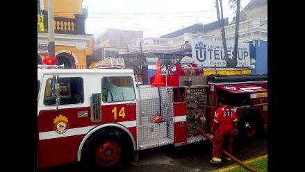 Incendio destruye almacén de la universidad Telesup