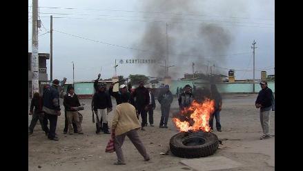 Trabajadores de Pucalá protestan quemando llantas por pagos