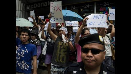 Junta militar de Tailandia afianza su poder entre protestas ciudadanas