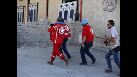 Siria: Bombardean suburbio de Damasco mientras ONU reparte ayuda