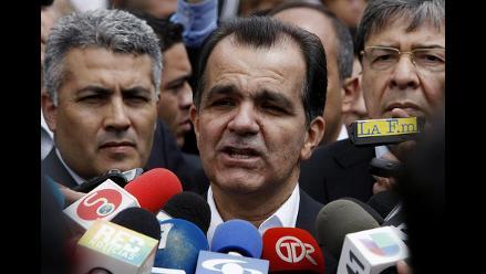 Candidato presidencial colombiano pidió por error votar en blanco