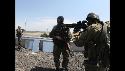 Estallan combates entre tropas y rebeldes en el aeropuerto de Donetsk