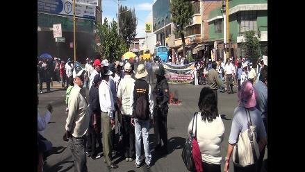 Trabajadores de Salud bloquearon céntricas avenidas de Arequipa