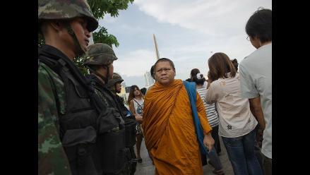 Golpe en Tailandia: Liberan a 124 detenidos, pero endurecen la censura