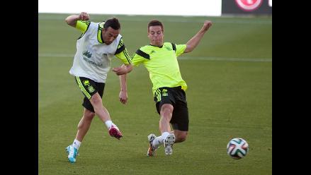 Santi Cazorla sorprende con golazo de tiro libre en prácticas de España