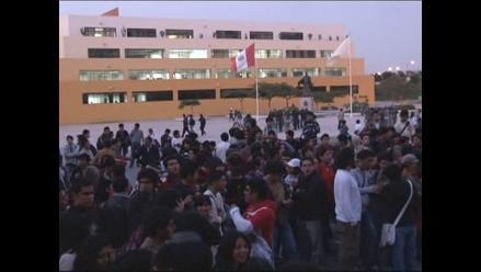 Apurímac: alumnos de la UNAMBA retienen a rector universitario