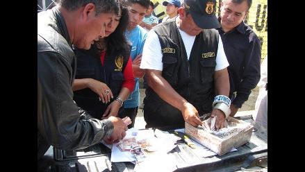 Cusco: policías intervienen a sujetos con billetes falsificados