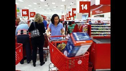 Gasto del consumidor en EEUU baja por primera vez en un año