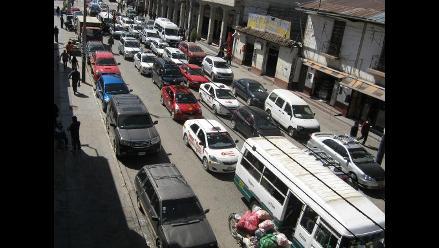 Huancayo: congestión vehicular por cierre de la calle Real