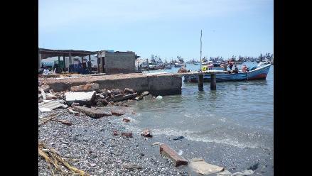 Piura: embarcación pesquera naufraga en Sechura