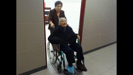 Implantan marcapaso en EsSalud a paciente centenaria con bloqueo cardiaco