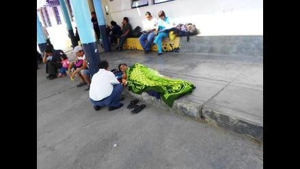 Trujillo: Paciente permanece 5 horas acostado en patio de hospital