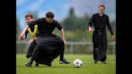 Suiza: sacerdotes y seminaristas se relajan jugando al fútbol