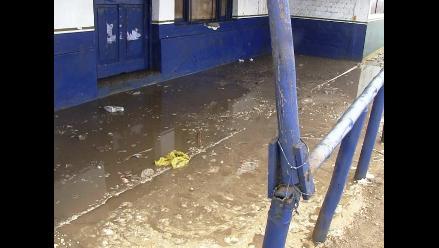 Viviendas son afectadas por fuerte oleaje en playas de Trujillo