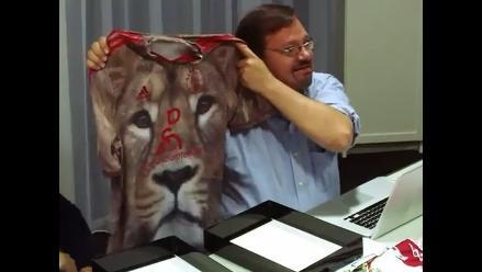 Mira la broma que les hicieron a jugadores del Ajax sobre nueva camiseta