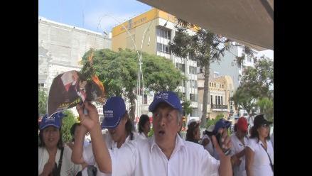 Chiclayo: Huelguistas queman foto de Nadine a pocas horas de su arribo