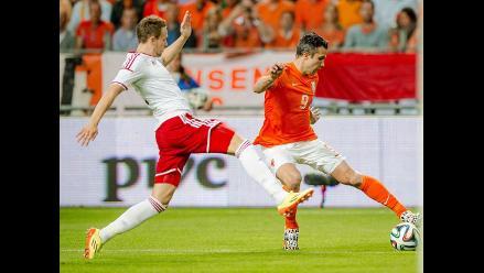 Holanda venció 2-0 a Gales y Robin Van Persie es cambiado por lesión