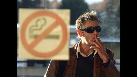 Fumadores duplican las posibilidades de sufrir demencia, según estudio