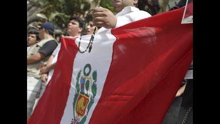 Peruanos celebran el Día de la Jura de la Bandera