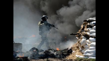 Rebeldes acusan a Poroshenko de permitir ataques con misiles