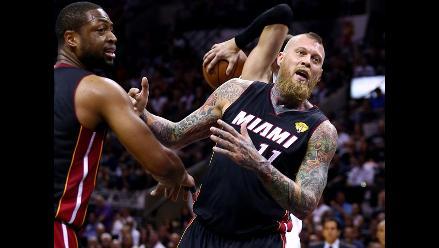 Miami Heat venció 98-96 a San Antonio Spurs y emparejó final de la NBA