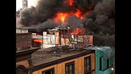 Incendio de grandes proporciones consume vivienda en Chorrillos