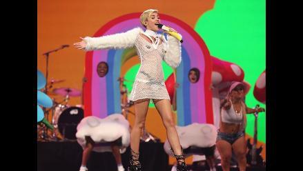 Publican foto de Miley Cyrus haciendo topless