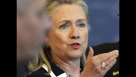 Hillary Clinton dice que su familia salió en