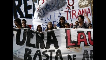 Estudiantes chilenos marchan contra la reforma educativa de Bachelet