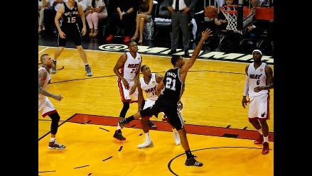 San Antonio Spurs venció 111-92 a Miami Heat y saca ventaja en final de NBA