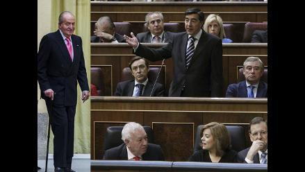 Diputados españoles aprueban la ley que permite abdicar a Juan Carlos I